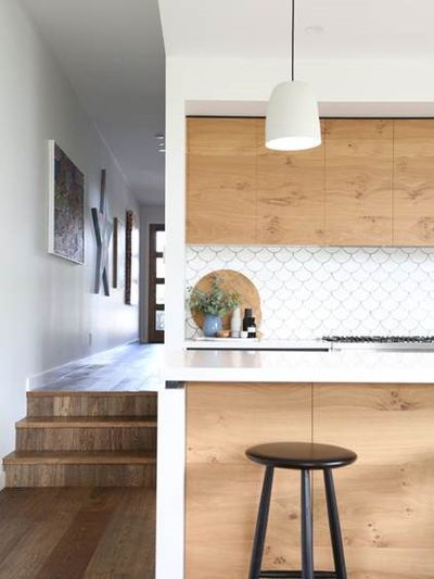<strong>White and wood kitchens</strong>