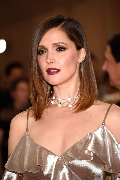 Australian beauty Rose Byrne chose a smoky eye and dark lip to off-set her polished, pin-straight hair.