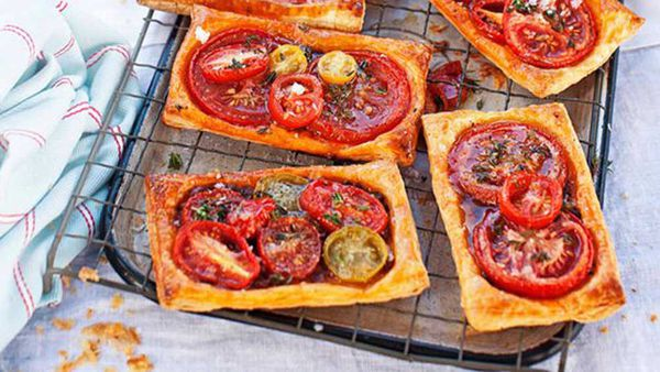 Tomato galettes with feta and thyme