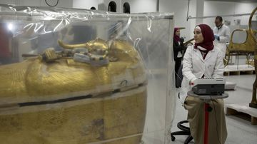 Restoration begins on King Tutankhamun tomb.