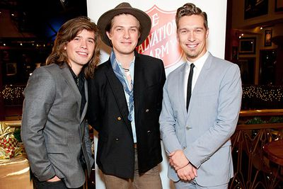 Now that those cute little Hanson kids have blossomed into grown men, it's become painfully obvious that brother Isaac is going to have to work just that little bit harder on his pickup lines than the other two…<br/>