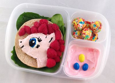 <p>Lunchbox Dad is  Beau Coffron, a San Francisco Dad who loves making creative lunches for his daughter Abby. He makes Bento-style lunches with clever cut-outs using healthy foods and characters from his daughter's favourite books, movies and shows.</p>