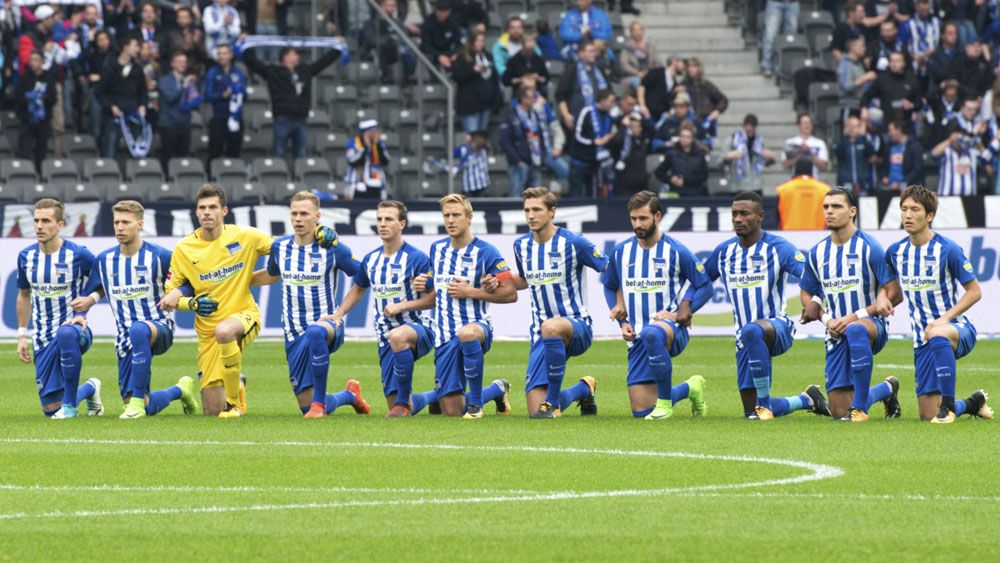 Socceroo Mathew Leckie takes a knee with Hertha Berlin to join athlete protests against discrimination