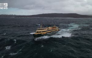 Manly ferry struggles in high seas on Sydney Harbour