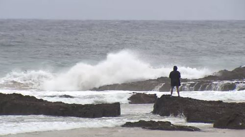 The beaches at the Gold Coast are set to receive heavy falls of rain tomorrow. (9NEWS)