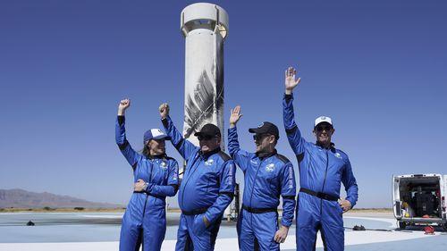 Rakieta New Shepard od Blue Origin to najnowszy pasażer kosmiczny z lewej, Audrey Powers, William Shatner, Chris Buchwezen i Glenn De Vries.