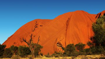 Climbing Uluru to be banned from 2019