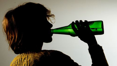 More Australians are giving up alcohol: report