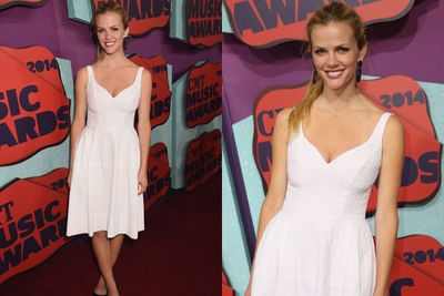 Is it just us, or does <i>Sports Illustrated</i> babe Brooklyn Decker look super-snooze on the red carpet?<br/><br/>Especially when we're used to seeing her in a bikini...<br/>