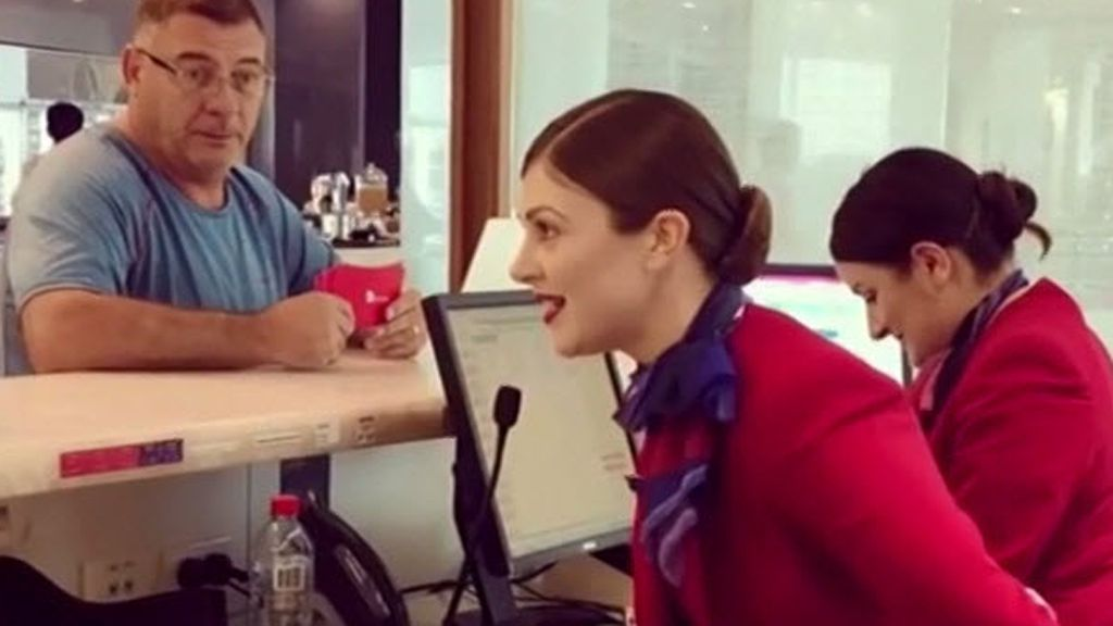 The story behind Aussie air hostess's impromptu Christmas carol at Melbourne Airport on Today