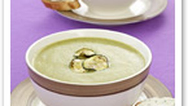 Zucchini and mint soup with goat cheese toasts