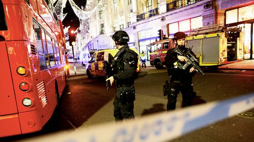 Police officers on London's Oxford Street. (AAP)