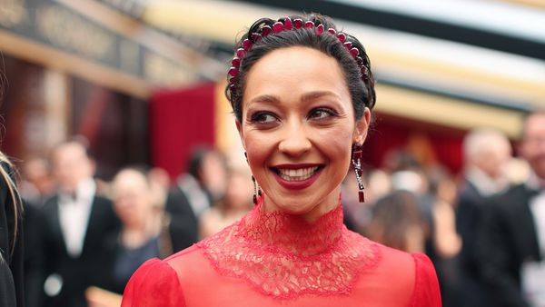 Ruth Negga hit the Oscars sporting the latest beauty trend - the headband. Image: Getty.