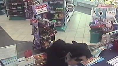 Police looking for thieves who lost shoe in robbery