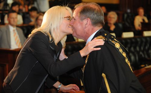 The newly-elected Lord Mayor Robert Doyle with his wife Emma Page Campbell during his successful election in 2008. (AAP)
