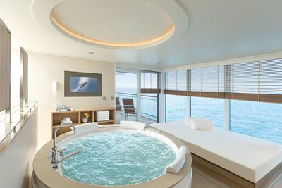 <strong>Hapag Lloyd cruises – Owner suite on MS Europa 2</strong>
