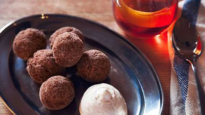 "Recipe:&nbsp;<a href=""http://kitchen.nine.com.au/2016/05/05/11/09/nieuw-amsterdams-pumpkin-doughnuts"" target=""_top"">Nieuw Amsterdam's pumpkin doughnuts</a>"