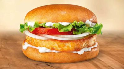 Burger King tempts world with fried halloumi sandwich