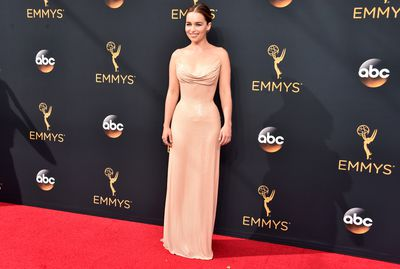 <p>The Emmy's give television stars the opportunity to deliver some Oscar-worthy red carpet action and with so many cinema stars migrating to the small screen, the fashion line shave becomes blurred.</p> <p>With this year's awards a mere sleep away we look back at the big&nbsp;fashion names such as Prada, Versace and Valentino got in on the action, lifting fashion ratings to an all time high at the 2016 Emmy Awards.</p> <p>Here is our Top 10 best looks from last year.</p> <p> 10) Emilia Clarke, Atelier Versace</p>