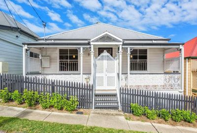 "<a href=""http://www.realestate.com.au/property-house-qld-petrie+terrace-123040070"" target=""_blank"">34 Wellington Street, Petrie Terrace, Brisbane</a>"