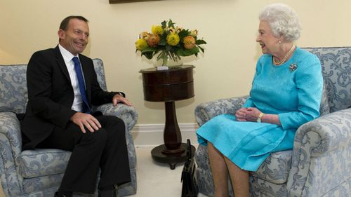 Tony Abbott snubbed by the Queen during UK trip: report