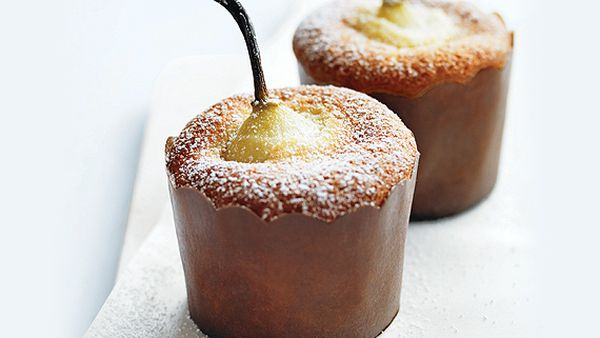 Pear and vanilla cakes