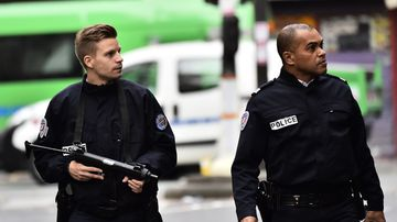 Police patrol near a crime scene at the Rue de Charonne in Paris on November 14, 2015, following a series of coordinated attacks in and around Paris which left more than 120 people dead.  (AFP)