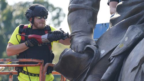 Crews used a saw to cut the statue as they removed one of the country's largest remaining monuments to the Confederacy.