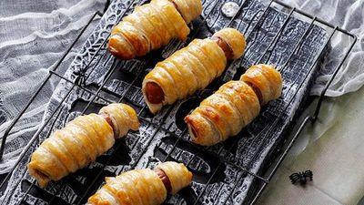 "<a href=""http://kitchen.nine.com.au/2016/05/16/14/43/bandaged-mummies"" target=""_top"">Bandaged mummies sausage rolls</a>"
