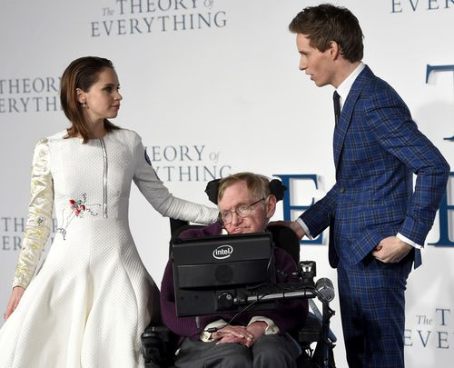 'The Theory of Everything' stars Felicity Jones and Eddie Redmayne with Hawking in 2014. (AAP)
