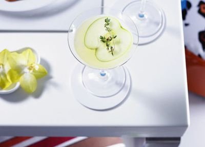 "<a href=""http://kitchen.nine.com.au/2016/05/19/20/25/vanilla-apple-and-thyme-martinis"" target=""_top"">Vanilla, apple and thyme martinis</a>"