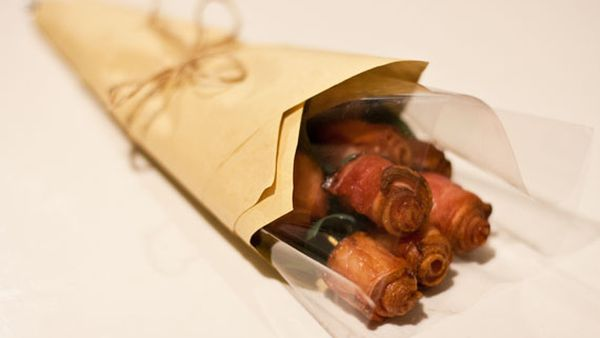 How to make a bacon bouquet for that special someone