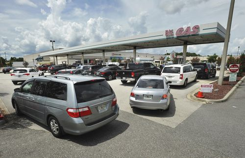 Cars line up for gas on Philips Highway at Baymeadows Road in Jacksonville, Florida. (AP)