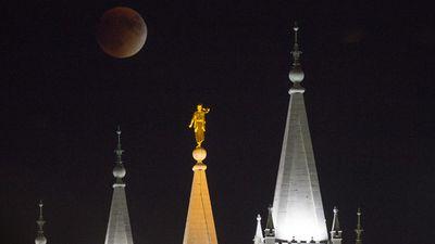 The blood moon behind a temple in Salt Lake City, Utah. (AAP)