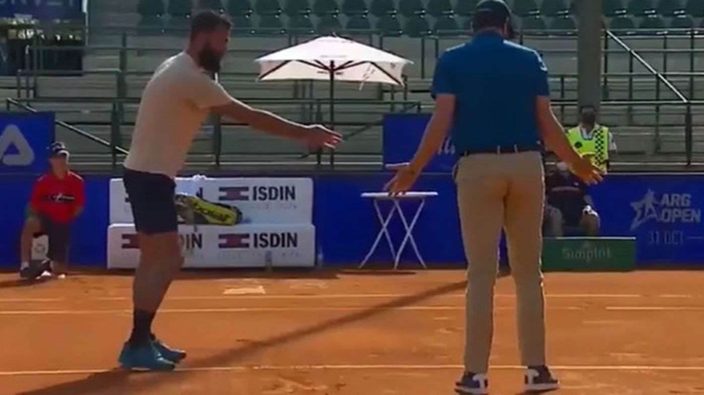 Benoit Paire argues with umpire Nacho Forcadell during the Argentina Open.