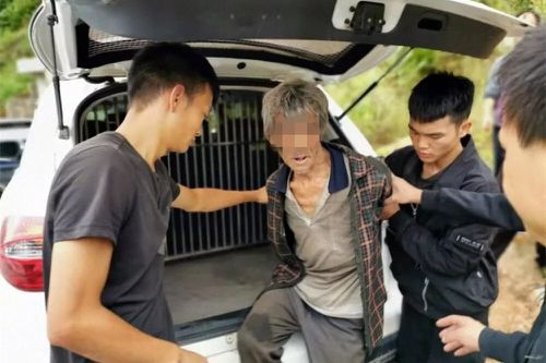 Song Jiang is detained by police before being returned to prison.