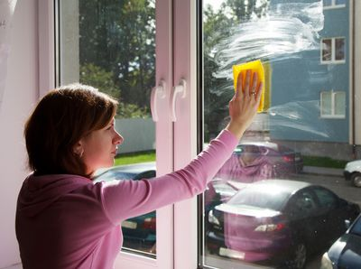 <strong>Cleaning windows (167 calories in 30 minutes)</strong>