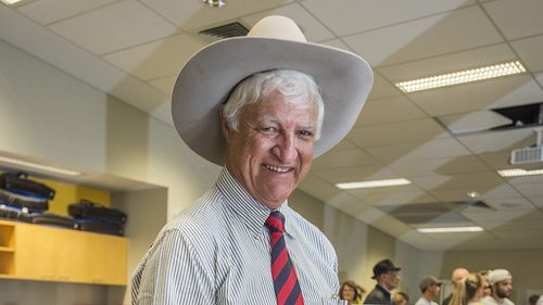 Election 2016: Bob Katter projected to retain rural Queensland seat of Kennedy