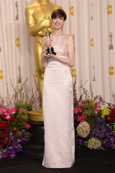 Anne Hathaway at the 2013 Oscars in Prada.