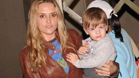 Brooke Mueller spotted gun shopping, agrees to go to rehab