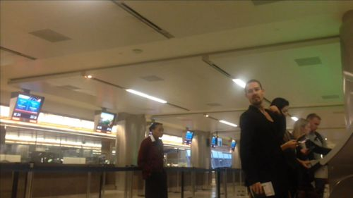 Michelle Leslie and Daniel Johns at Los Angeles Airport. (Diimex)