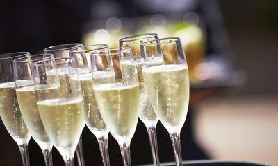 4. Champagne / sparkling wine