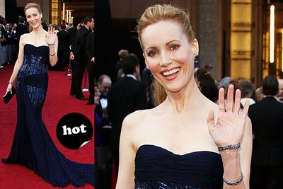 """Ooh, she looks like a sparkly blue fighter fish. Spunky!<br/><br/>Spoiler alert! <a href=""""http://yourmovies.com.au/article/oscars2012/8425037/oscars-2012-moviefixs-live-results-blog"""">Head over to MovieFIX to find out who won...</a>"""
