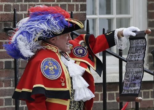 Town Crier Tony Appleton announces that the Duchess of Cambridge has given birth to a baby boy. (EPA/AAP)