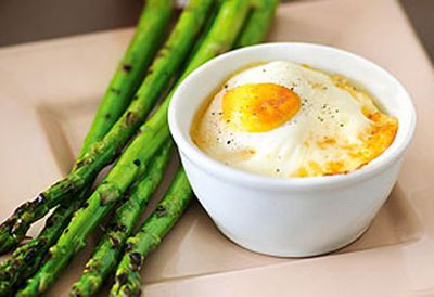 Baked eggs with smoked salmon and grilled asparagus