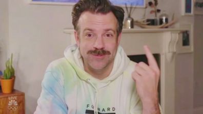 Jason Sudeikis wins Best Actor Golden Globe, wears tie-dye hoodie