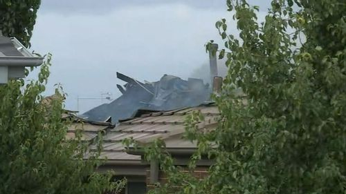 Thick smoke blanketed the neighbourhood after the house fire at the Bonner home. (9NEWS)