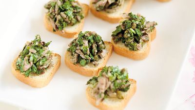 "Recipe: <a href=""http://kitchen.nine.com.au/2016/05/16/19/15/steak-with-salsa-verde-on-mini-toasts"" target=""_top"">Steak with salsa verde on mini toasts</a>"