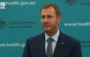 Coronavirus: Australians shouldn't have 'she'll be right' attitude to health during pandemic, top doctor says