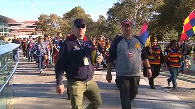 Thousands of fans marched towards the oval this afternoon. (9NEWS)